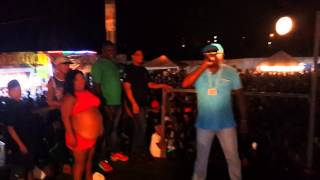 Mc DiDo duelando com Mc Mazinho no baile do Campim