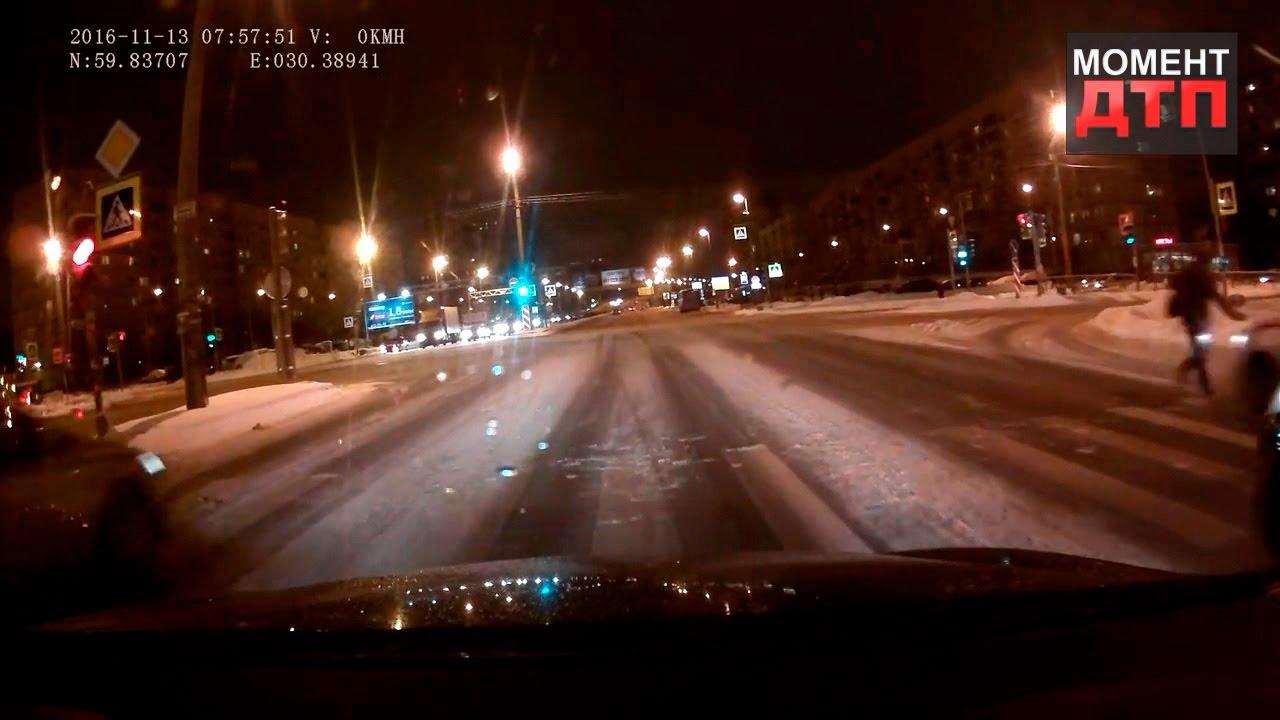 Момент ДТП: Пешеход не добежал и был сбит, Санкт Петербург, 13.11.2016