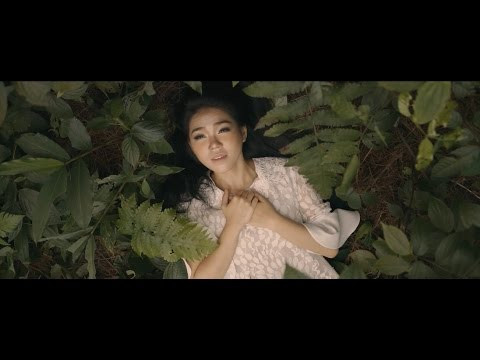 Kumiliki Segalanya (Official Music Video) - Maria Shandi