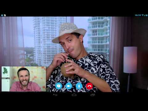 Молдаван в Miami Beach, разговор по скайпу