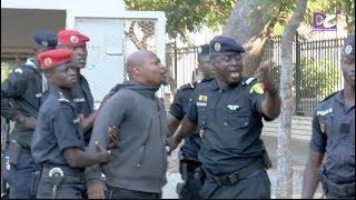 Exclusivité : Arrestation de Guy Marius Sagna et Dr Babacar DIOP devant les grilles du palais