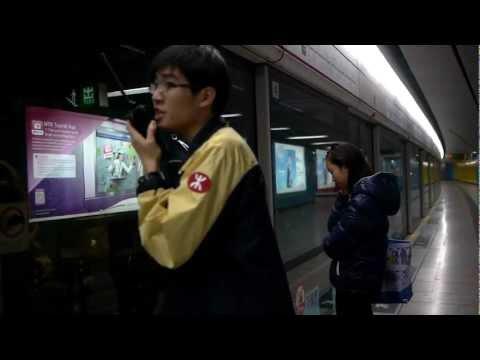 MTR Hong Kong, Retrieving an Iphone fallen onto the tracks