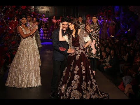 Aishwarya Rai Walks For Manish Malhotra | India Couture Week 2015