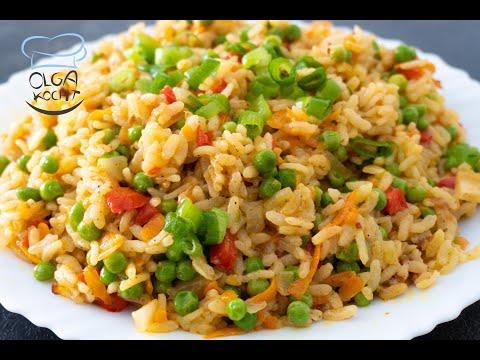Reispfannen Gericht mit Erbsen und Möhren
