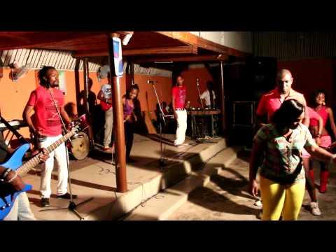 Live Show ya Bendi ya Mapacha Watatu - MICHUZI MEDIA GROUP