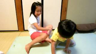 6歳と3歳のヨガ  6 and 3 years old Yoga