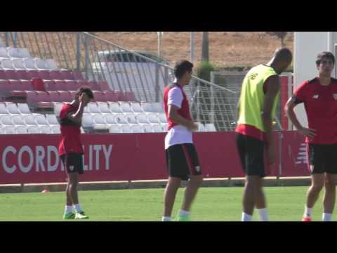 Imágenes del futbolista del Sevilla, Paulo Henrique Ganso, durante un entrenamiento