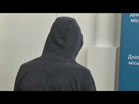 9-channel.com: Хулігани, які обмалювали пам'ятник Полю у Дніпрі, каються і співпрацюють зі слідством