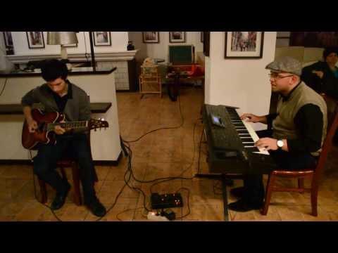 MIHAI MUNTEANU si NICHOLAS ROMAN - Improvizatie de chitara si pian