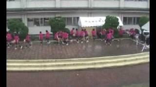邑久高文化祭/雨の中の熱演・高1竹馬ダンシングー