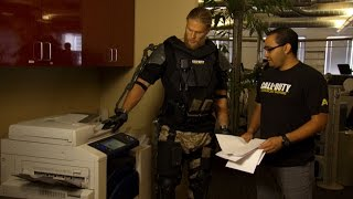 Repeat youtube video Official Call of Duty®: Advanced Warfare - Clay Matthews Interns at Sledgehammer Games