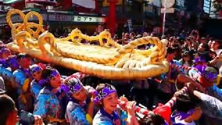 山形県村山市の大草鞋、片方長さ4.5m、幅1.5m、重さ500kgと巨大です。平...