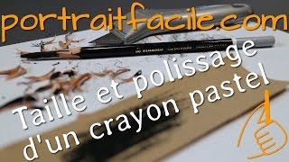 Préparation d'un crayon pastel, taille au cutter et son polissage à la toile émeri
