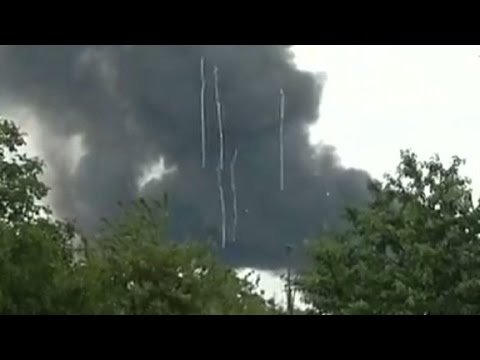Malaysia Airlines debris seen falling from the sky in Ukraine