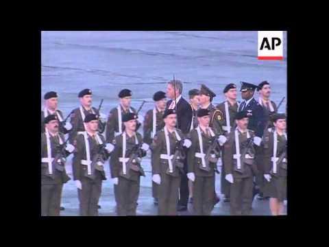 IRELAND: PRESIDENT CLINTON ARRIVES IN DUBLIN