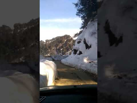 Snow n lovely way to anni to aut road  himachal pradesh