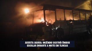 Ônibus escolar é totalmente destruído em incêndio