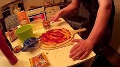 Pizzakivellä omatekemää pizzaa