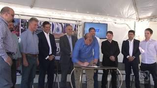 Vereadores comparecem a evento da assinatura de início de viaduto