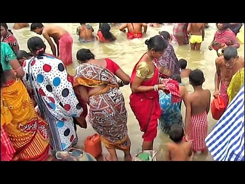 Women girls are gentle bathing at Ganges/ uncle auntie Praying to God after snan at ganga ghat