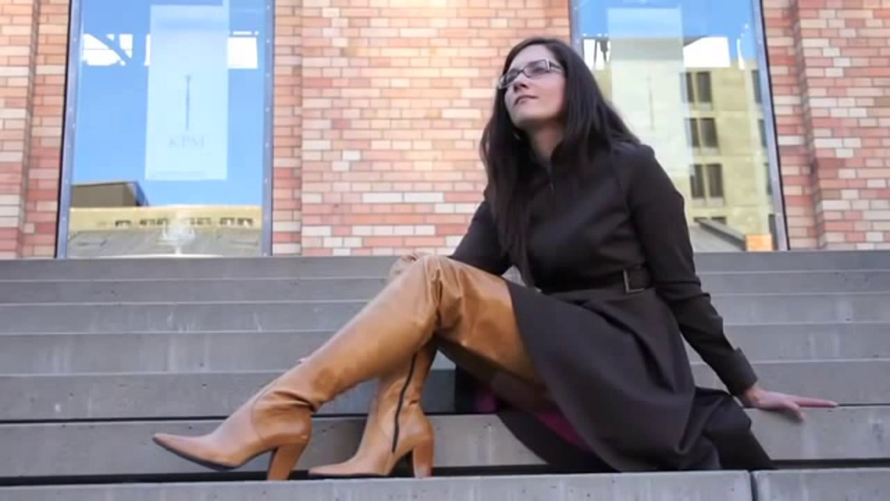 Sexy Girl Wearing Brown Crotch High Leather Boots Youtube