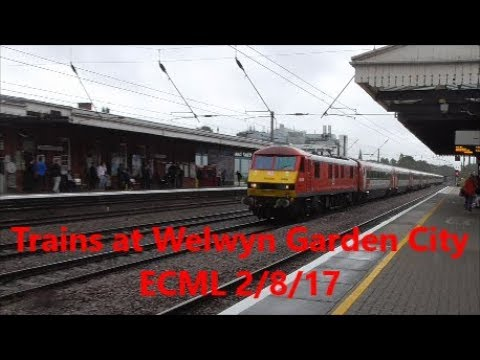 Trains at Welwyn Garden City 2/8/17