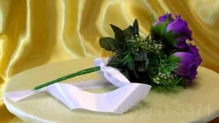 Свадебный букет-дублёр из фиолетовых роз с белой лентой №26