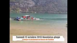 la barge arrive à novalaise-plage au lac d'Aiguebelette