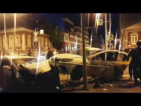 Первые минуты после ночного ДТП в Тюмени. Яндекс.Такси