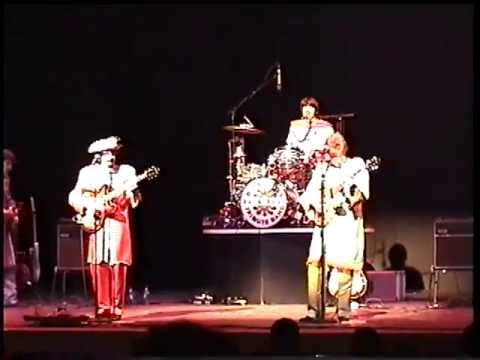 Sgt. Pepper / With a Little Help from My Friends ( live ) - The Beatles mp3