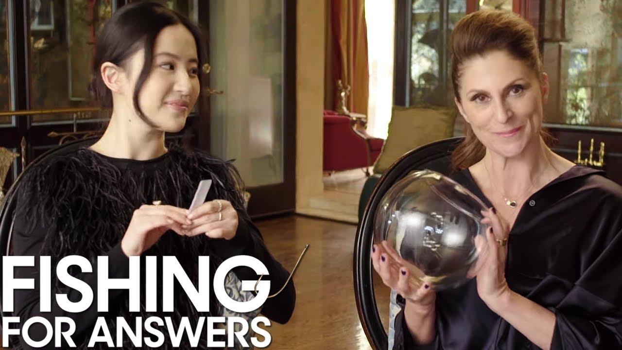 'Mulan' Star Liu Yifei & Director Niki Caro Play Fishing for Answers! | THR