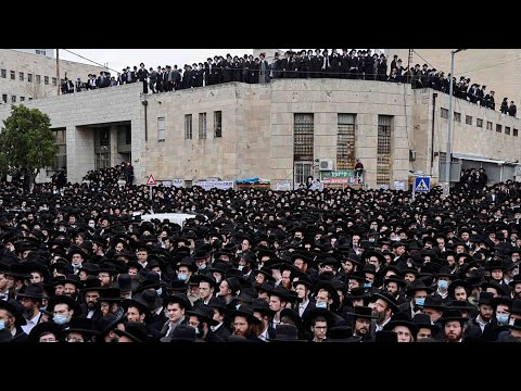 Thousands Attend Israeli Funeral Despite COVID-19 Restrictions