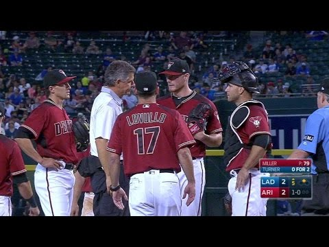 LAD@ARI: Miller exits game with injury in 5th
