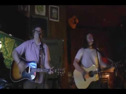 Jon Snodgrass performing