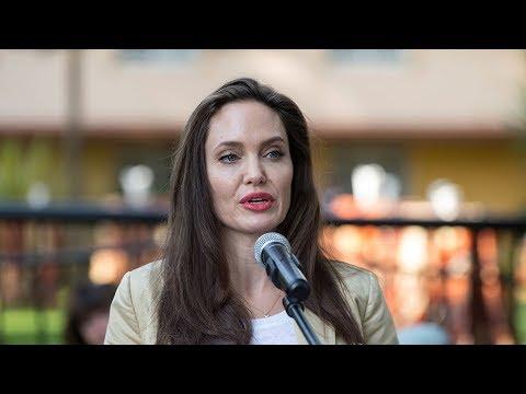 Анджелина Джоли рассказала о параличе половины лица
