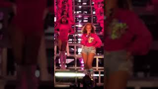 Gambar cover Beyoncé Intro at Coachella