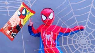 WOW!! Spider-man kok Makan Es Krim Spiderman - Drama Superhero Beraksi Naik Sepeda Anak