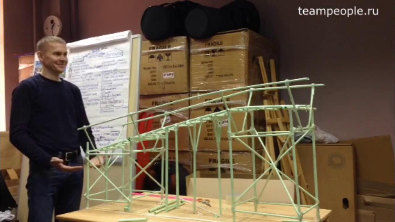 Мост из бумаги и боулинговый шар