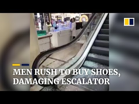 People in China rush to buy shoes, damaging escalator