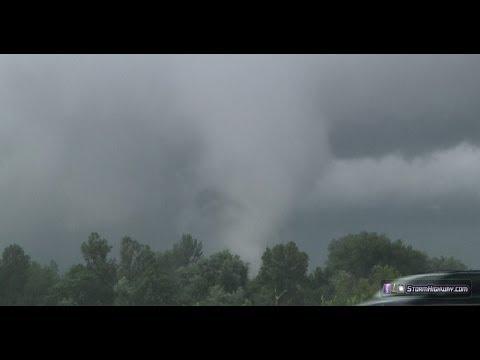 St. Louis tornado - debris & jetliner flythrough - Hwy 370 at Earth City, MO - June 7