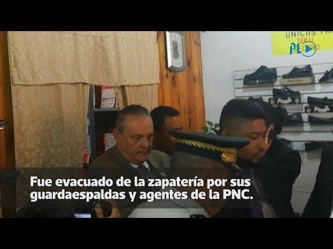 Ministro de Salud protagoniza incidente durante protestas en el Congreso   Prensa Libre