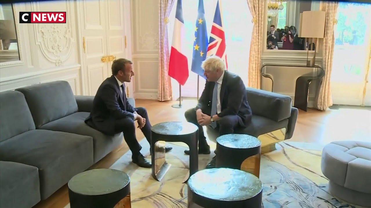 Boris Johnson A T Il Pose Un Pied Sur La Table Pendant Sa Visite A