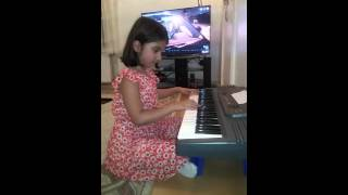 Zeynep Kahveci playing her first song