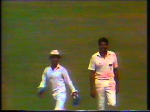Cricket : India v England (Bombay) - World Cup Semi-final 1987