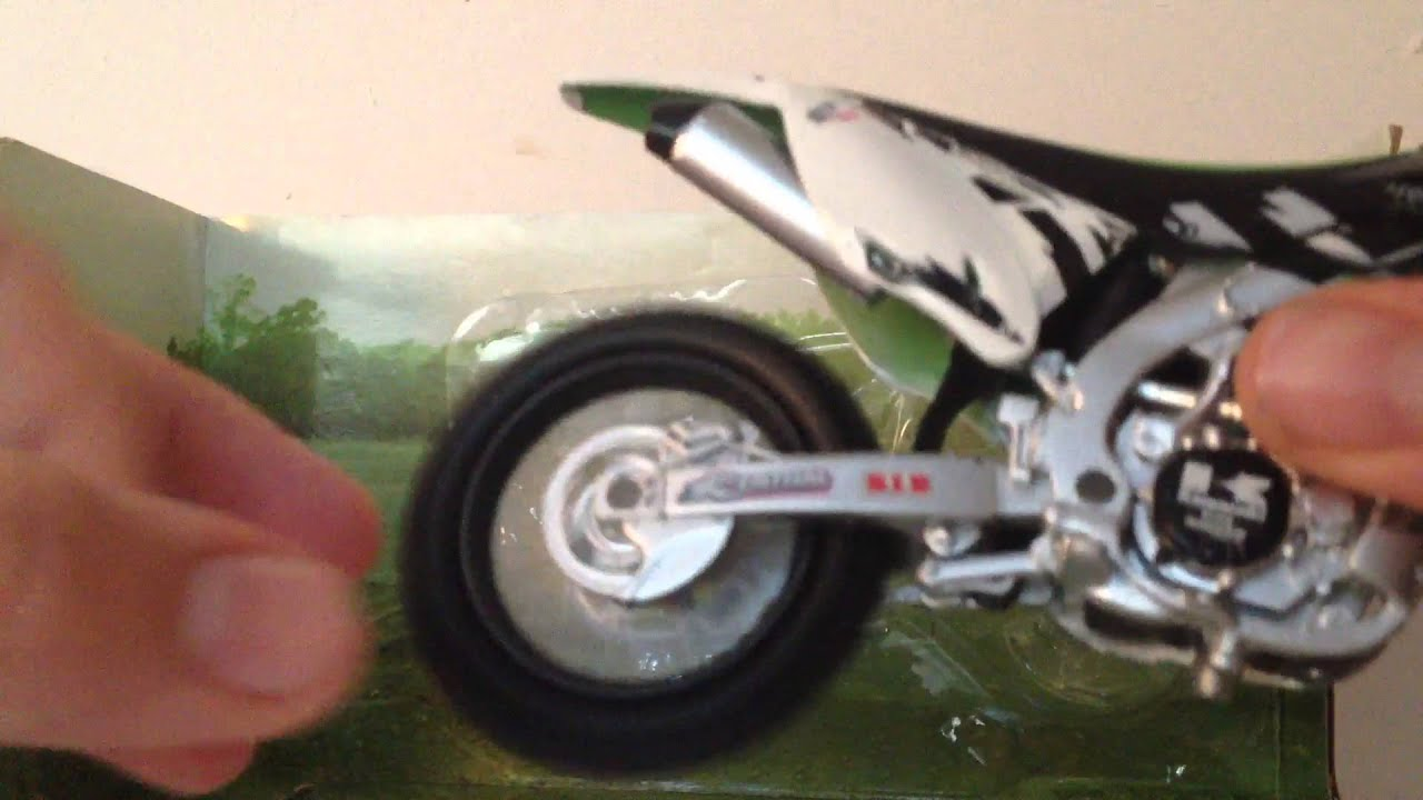 maquette moto cross kawasaki kx 450f newray youtube. Black Bedroom Furniture Sets. Home Design Ideas