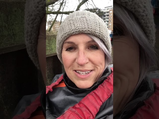 Choir leader in a kayak episode 6