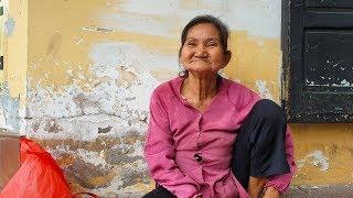 Hành tung bí ẩn khó tìm của cụ bà 78 tuổi bán xôi bắp ở trung tâm Sài Gòn