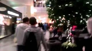 BIG FIGHT AT MALL OF AMERICA OVER DRAKE AND LIL WAYNE
