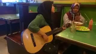 Viral Cewek berhijab nyanyi lagu batak merindinggg..