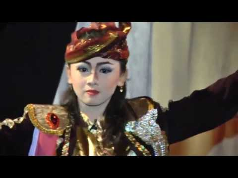 Tari Remo Lancuran oleh Hayyu Binar (Jatu Rasa) dalam lakon Pernikahan Jahanam Kendo Kenceng